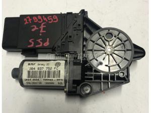 VOLKSWAGEN PASSAT V 5.5, jobb első 3B4837752FC, 0130821694 / ablakemelő motor